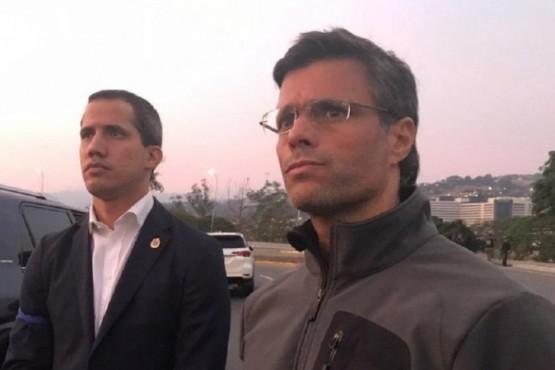Guaidó llama a una insurrección militar junto a Leopoldo López