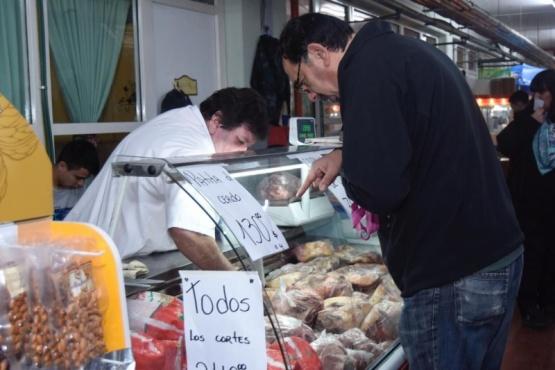Se vendieron más de 20 mil kilos de verduras y 3 mil kilos de carne en la Feria Popular