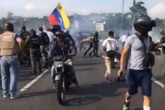 Graves incidentes en Venezuela: Guaidó lanzó operativo