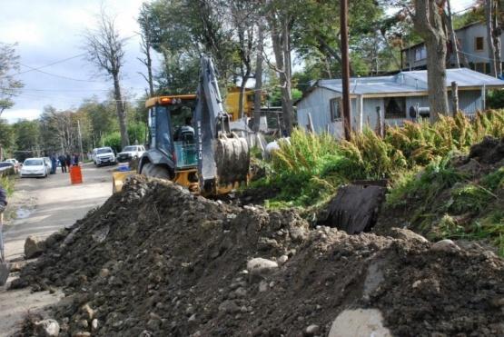 La Provincia firmó el contrato para llevar redes a tres nuevos barrios