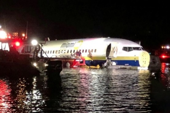 Un avión con 140 pasajeros cayó en un río en Florida