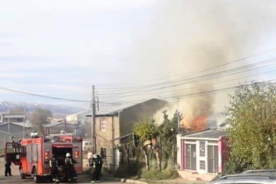Incendio afectó a dos viviendas