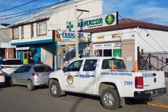 Jóvenes asaltaron a punta de cuchillo una farmacia