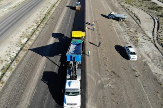 Comenzó la pavimentación de la autopista Puerto Madryn- Trelew