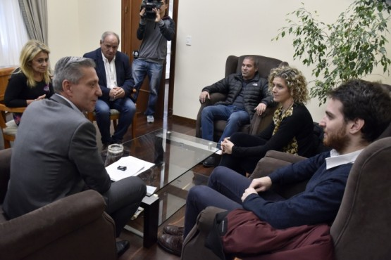 Arcioni se reunió con el IPV y representantes de Nación