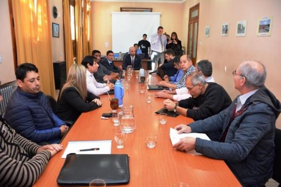 Imagen de la primera reunión de la mesa del Consejo del Salario en Jefatura.