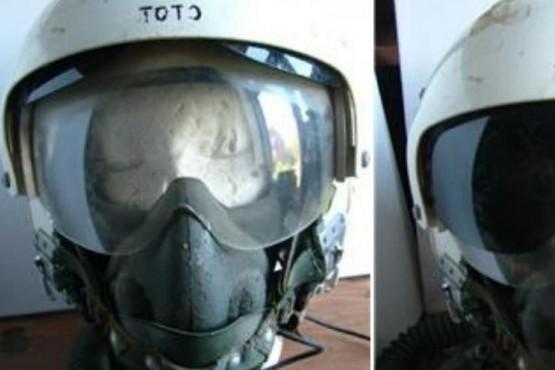 Familiares de un piloto de Malvinas buscan frenar la subasta del casco usado por el padre