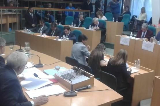 Lozano cuestionó que el proyecto de Arabel lleve autonomía a municipios