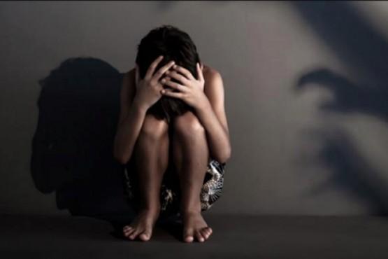 Vecinos molieron a golpes a depravado que metió a nene en su casa y lo abusó