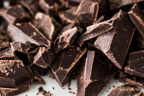 Comer chocolate sería bueno para el cerebro