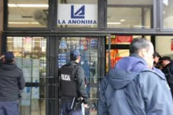 Detuvieron a una joven pareja que robó carne, fiambres y yogures en el supermercado