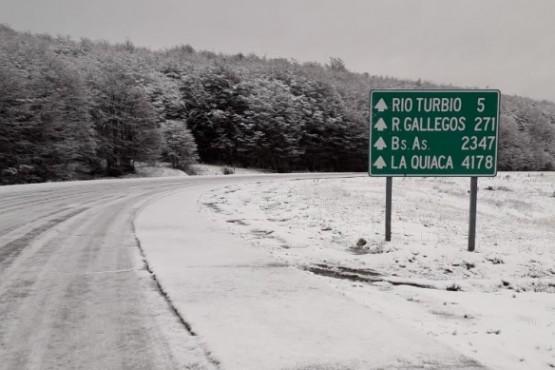 Piden transitar con precaución por presencia de nieve escarchada en la ruta