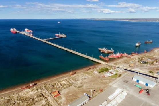 Arcioni firma la continuidad de la obra del Sitio II del Muelle Almirante Storni en Puerto Madryn