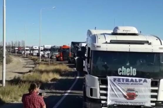 Transportistas se movilizan a Rawson en defensa del trabajo