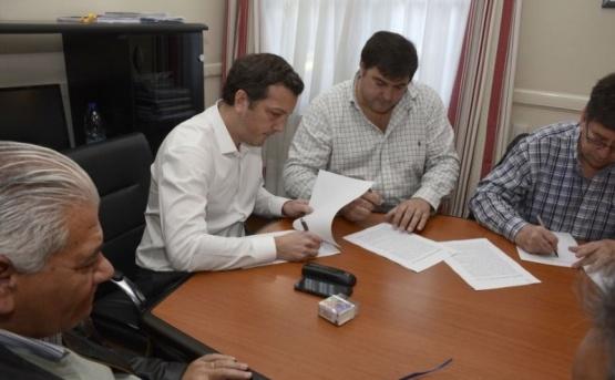 Firma de acuerdo entre las partes.