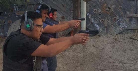 Personal policial refuerza conocimiento del uso del arma reglamentaria