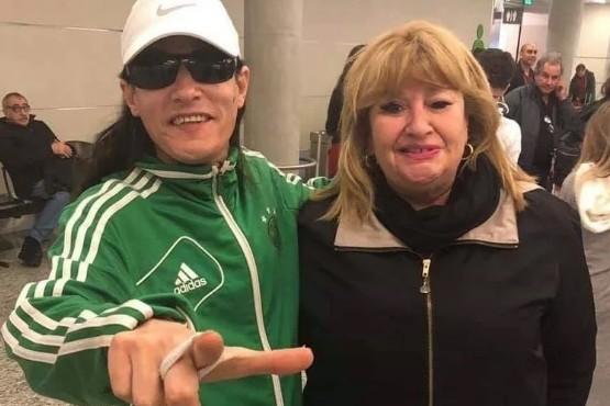 La fan menos pensada: Ana Llanos se sacó una foto con el cantante de Mala Fama
