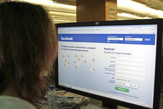 La víctima conoció a la estafadora por Facebook. (Ilustrativa)