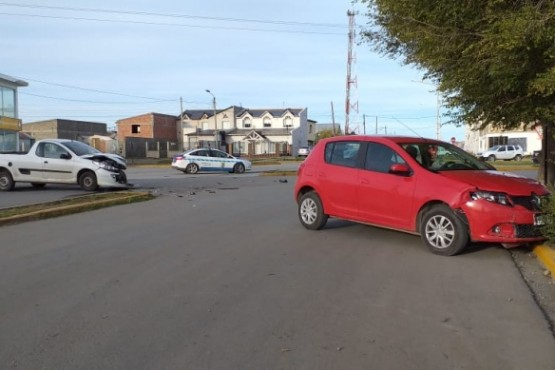 Colisionaron dos vehículos en la Avenida Gregores