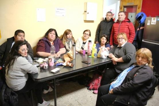 Facilitadores volvieron a instalarse en el Municipio y reclamaron el sueldo