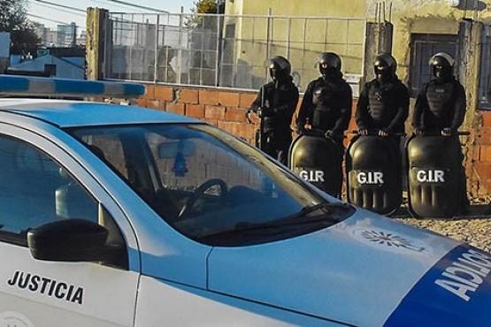Tres expolicías detenidos en una causa por robo de automóviles