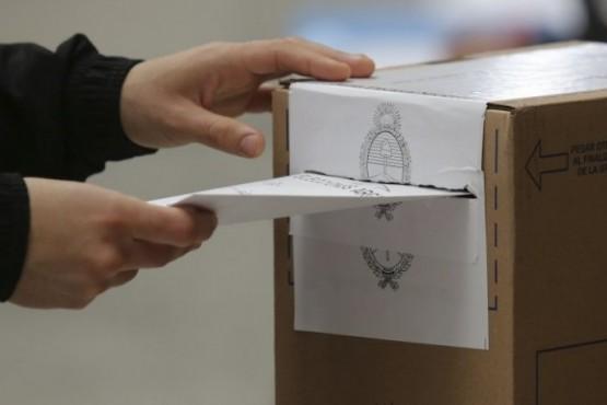 Muchas boletas: qué se vota y cuándo en Santa Cruz