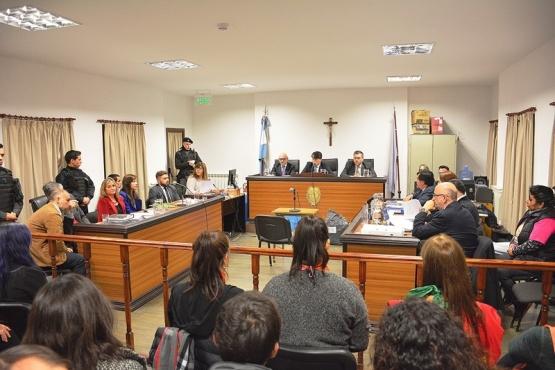 Con poco público y mucha seguridad se llevó a cabo la primera jornada del juicio. (C.R.)