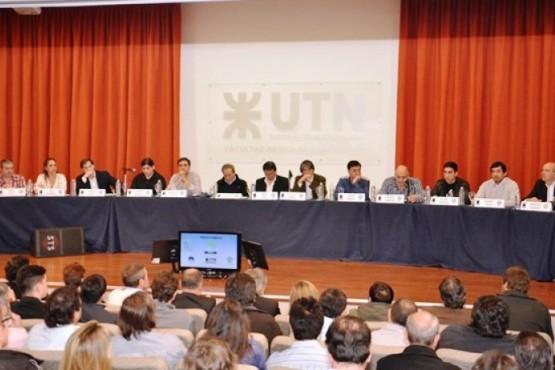 Debate de candidatos a intendentes de 2011 y 2015 en la UNPA y UTN, respectivamente.