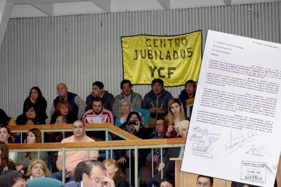 Diputados apoyaron el reclamo de los jubilados de YCF y pidieron que les paguen