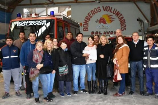 Se entregó un aporte a los Bomberos Voluntarios