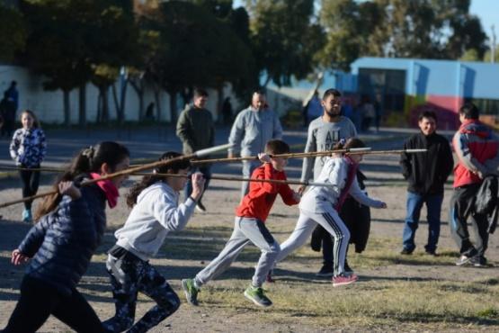 Escuelas participan en actividades atléticas y de iniciación deportiva