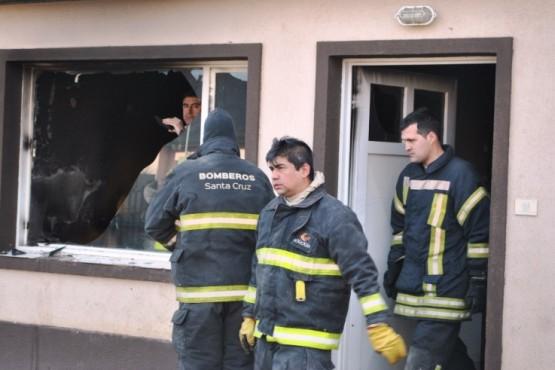 Dejaron un sillón cerca del calefactor y se incendió la casa
