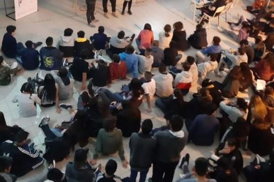 Se realizan charlas por los 10 años del Parlamento Juvenil