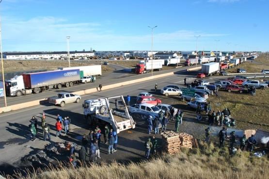 No hubo colectivos de corta y larga distancia, y se vio una fuerte presencia de Camioneros sobre la Autovía. (J. C. C)