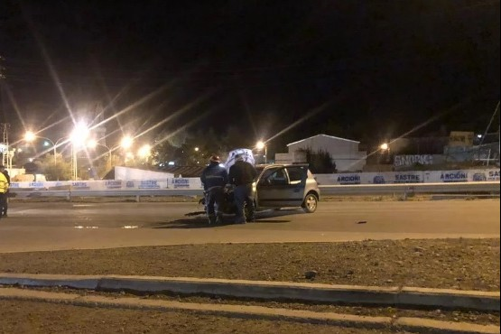 Manejaba borracho y chocó a dos patrulleros