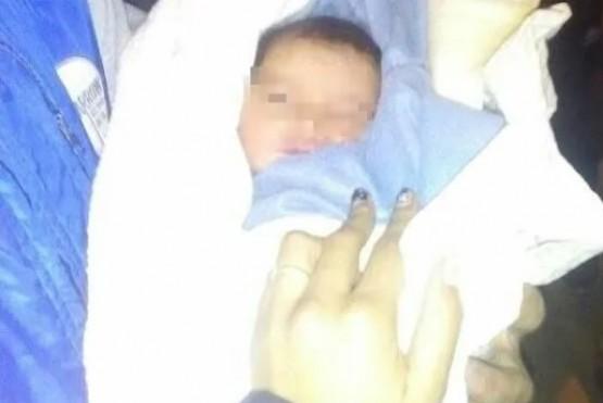 Abandonaron un bebé junto a una dolorosa nota: