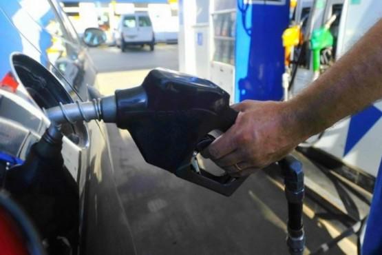 Afirman que el combustible podría subir todos los meses hasta fin de año