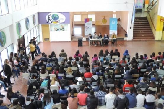 Estudiantes participaron en charla del Parlamento Juvenil