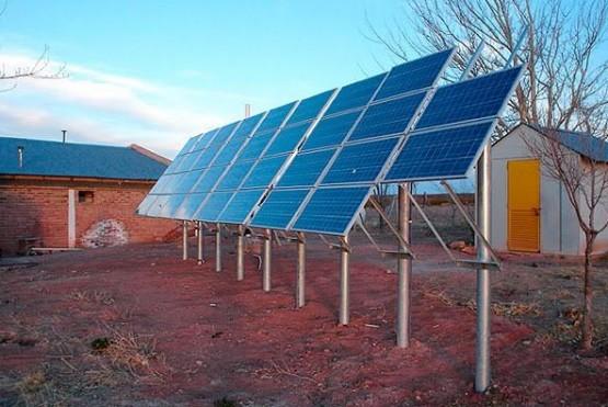 Entregan kits de energía solar a hogares rurales