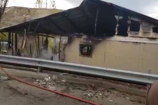 Dos muertos al incendiarse por completo una vivienda