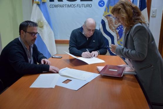 El intendente Giubetich firmó títulos de propiedad