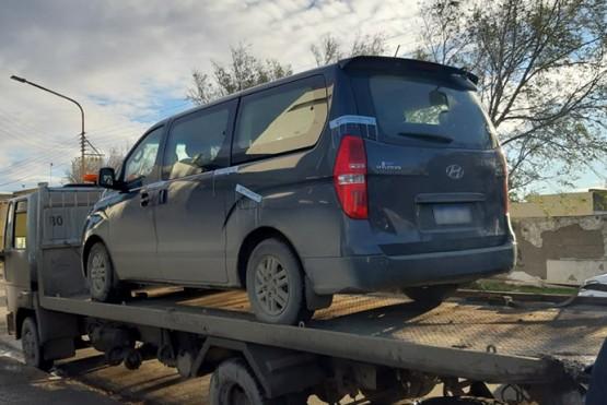 Secuestran vehículo que funcionaba como transporte escolar ilegal