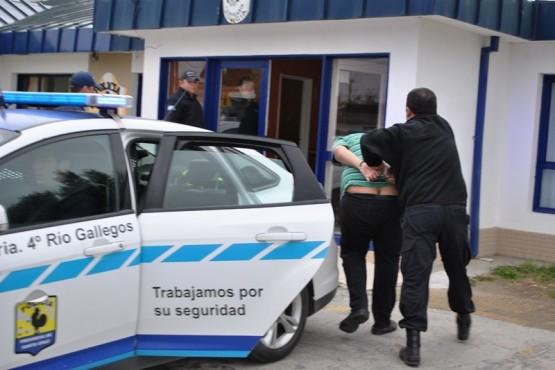 Vecino demoró al delincuente que le robó elemento de su vehículo