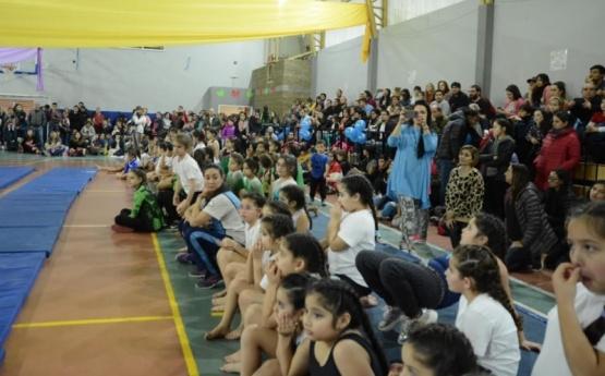 Escuelas de gimnasia artística compitieron en el 17 de octubre