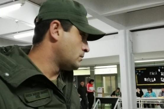 Un gendarme retuvo a un periodista que quería entrevistar a un funcionario