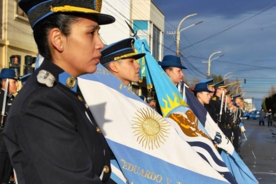 En el izamiento se celebró el 83 aniversario de la Escuela de Policía