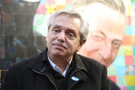 """Alberto Fernández felicitó a Arcioni y habló de """"recuperar la felicidad"""" en el país"""
