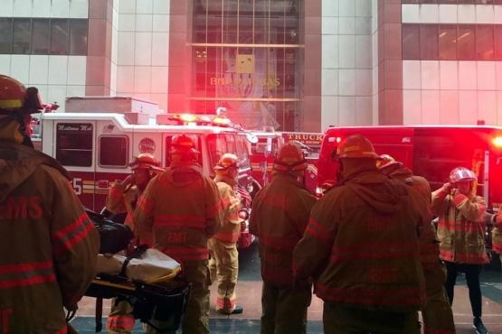 Un helicóptero se estrelló contra un edificio en Manhattan
