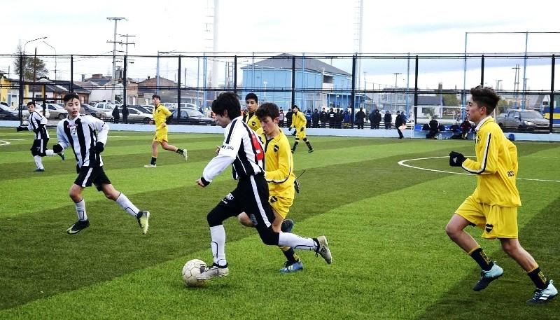 Los Juegos Evita arrancaron con el fútbol.