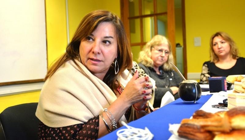 María Cecilia Velázquez recibió a los periodistas en la sala de situación del CPE. (C.R)